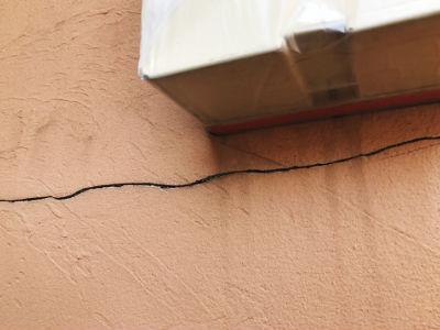 浦安市A様 外壁クラック(ひび割れ)補修