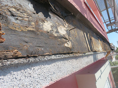 柏市Y様 補修前の幕板の状態