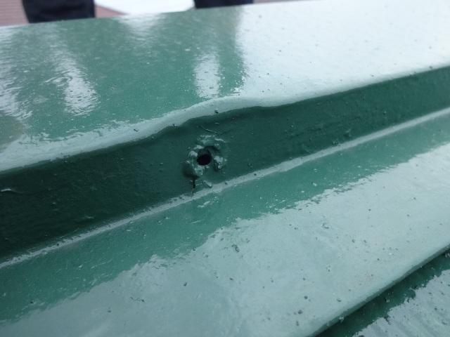 屋根塗装 棟板金の釘抜け