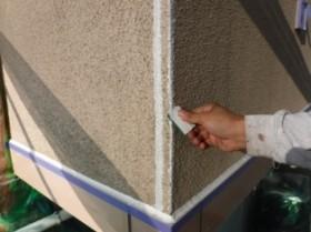 松戸市殿平賀N様 外壁塗装工程 クラック補修+模様吹き+3回塗り