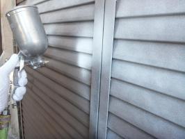 茨城県つくばみらい市N様邸の外壁塗装と屋根塗装工程:下塗り(防錆プライマー)