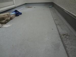 柏市の外壁塗装と屋根塗装のベランダFRP防水の施工前写真