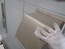 千葉県柏市O様邸の外壁塗装と屋根塗装工程:下処理(不純物除去、密着向上)