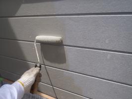 千葉県柏市O様邸の外壁塗装と屋根塗装工程:下塗り(水性シリコン浸透シーラー)