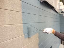 千葉県柏市M様邸の外壁塗装と屋根塗装工程:上塗り1回目(パーフェクトトップ)
