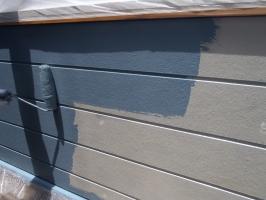 千葉県柏市O様邸の外壁塗装と屋根塗装工程:上塗り1回目(パーフェクトトップ)