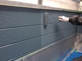 千葉県柏市M様邸の外壁塗装と屋根塗装工程:上塗り1回目( パーフェクトトップ)