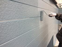 千葉県柏市M様邸の外壁塗装と屋根塗装工程:上塗り2回目(パーフェクトトップ)