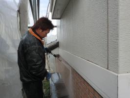 千葉県松戸市O様邸の外壁塗装と屋根塗装工程:高圧洗浄
