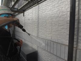 千葉県我孫子市H様邸の外壁塗装と屋根塗装工程:高圧洗浄