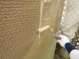 千葉県松戸市S様邸の外壁塗装と屋根塗装工程:殺菌洗浄剤塗布