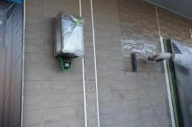 千葉県成田市M様邸の外壁塗装と屋根塗装工程:下塗り(ファイン浸透シーラー)