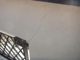 千葉県船橋市U様邸の外壁塗装と屋根塗装工程:クラック補修