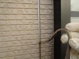 千葉県松戸市S様邸の外壁塗装と屋根塗装工程:目地のコーキングの打ち替え(撤去)