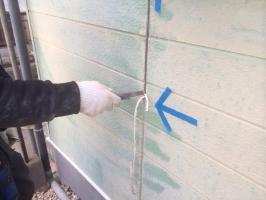 千葉県野田市O様邸の外壁塗装と屋根塗装工程:コーキング打ち替え