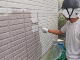 千葉県柏市N様邸の外壁塗装と屋根塗装工程:下塗り(水性ペリアートUV)