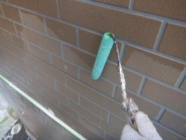 千葉県船橋市U様邸の外壁塗装と屋根塗装工程:下塗り(ファイン浸透シーラー)