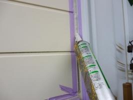 千葉県柏市K様邸の外壁塗装と屋根塗装工程:目地のコーキング剤の打ち替え(打ち込み)