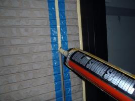 千葉県松戸市S様邸の外壁塗装と屋根塗装工程:目地のコーキングの打ち替え(打ち込み)