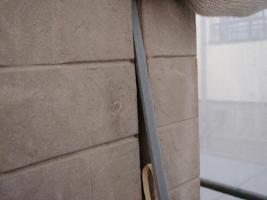 茨城県取手市H様邸の外壁塗装と屋根塗装工程:目地のコーキングの打ち替え(ボンドブレーカーテープ)