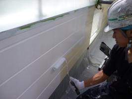千葉県柏市K様邸の外壁塗装と屋根塗装工程:下塗り(パーフェクトサーフ)