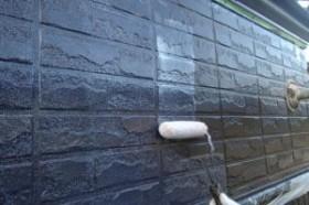千葉県成田市M様邸の外壁塗装と屋根塗装工程:上塗り(ダイヤモンドコートGL水性プレーン)