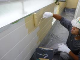 千葉県柏市K様邸の外壁塗装と屋根塗装工程:上塗り1回目(パーフェクトトップ艶消し)