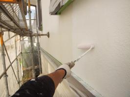 茨城県つくばみらい市N様邸の外壁塗装と屋根塗装工程:下塗り(パーフェクトサーフ)