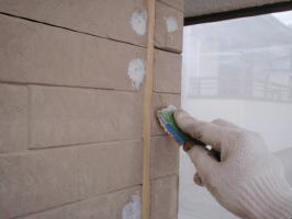 茨城県取手市H様邸の外壁塗装と屋根塗装工程:クラックのパテ補修