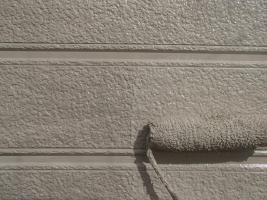 千葉県柏市O様邸の外壁塗装と屋根塗装工程:上塗り2回目(DANシリコンセラR)