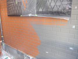 千葉県船橋市U様邸の外壁塗装と屋根塗装工程:上塗り2回目(ファインシリコンフレッシュ))