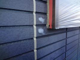 茨城県龍ヶ崎市K様邸の外壁塗装と屋根塗装工程:目地のコーキングの打ち替え(ならし)