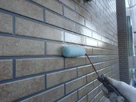 千葉県柏市O様邸の外壁塗装と屋根塗装工程:上塗り1回目(UVプロテクトクリヤー)