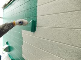 千葉県野田市O様邸の外壁塗装と屋根塗装工程:上塗り1回目(水性シリコンセラUV)
