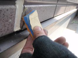 茨城県取手市T様邸の外壁塗装と屋根塗装工程:サイディング釘頭のパテ補修