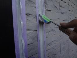 千葉県我孫子市H様邸の外壁塗装と屋根塗装工程:コーキング打ち替え(ならし)