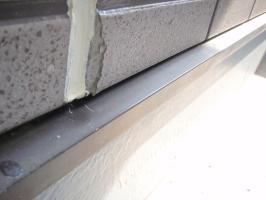 茨城県取手市T様邸の外壁塗装と屋根塗装工程:サイディングの欠損部補修