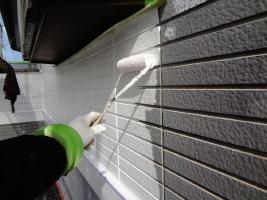 茨城県龍ヶ崎市K様邸の外壁塗装と屋根塗装工程:下塗り(パーフェクトフィラー)