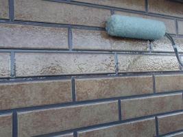 千葉県柏市O様邸の外壁塗装と屋根塗装工程:上塗り2回目(UVプロテクトクリヤー)