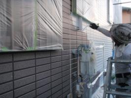 茨城県取手市T様邸の外壁塗装と屋根塗装工程:外壁下塗り(ファイン浸透シーラー)