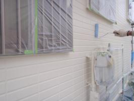 茨城県取手市T様邸の外壁塗装と屋根塗装工程:上塗り (ダイヤモンドコートGL水性プレーン)