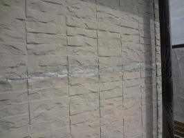 千葉県我孫子市H様邸の外壁塗装と屋根塗装工程:サイディングボードのパテ補修(打ち込み)