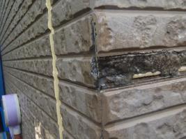 千葉県松戸市S様邸の外壁塗装と屋根塗装工程:コーナー部分の補修(造膜シーラー塗布)