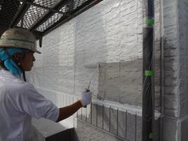 千葉県我孫子市H様邸の外壁塗装と屋根塗装工程:下塗り(パーフェクトサーフ)