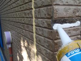 千葉県松戸市S様邸の外壁塗装と屋根塗装工程:コーナー部分の補修(パテ補修)