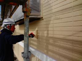 茨城県龍ヶ崎市K様邸の外壁塗装と屋根塗装工程:上塗り2回目(パーフェクトトップ)