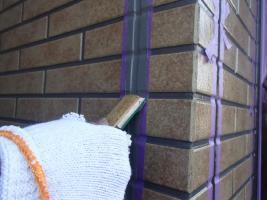 千葉県柏市O様邸の外壁塗装と屋根塗装工程:目地のコーキングの打ち替え(ならし)