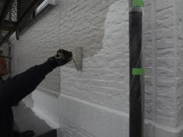 千葉県我孫子市H様邸の外壁塗装と屋根塗装工程:上塗り1回目(水性シリコンセラUV)