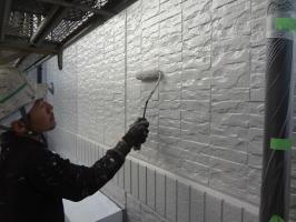 千葉県我孫子市H様邸の外壁塗装と屋根塗装工程:上塗り2回目(水性シリコンセラUV)