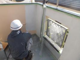 千葉県船橋市U様邸の外壁塗装と屋根塗装工程:中塗り1回目(ダイヤモンドコートBS水性)